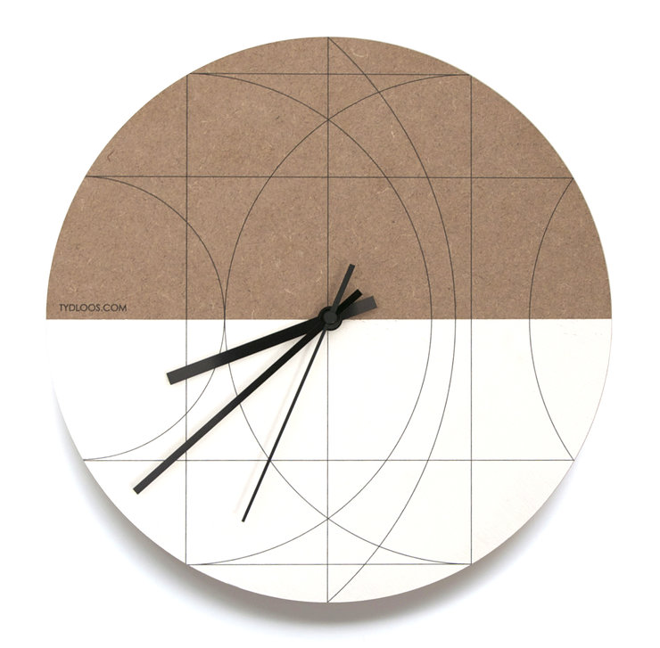 Moon Wall Clock by TYDLOOS.COM