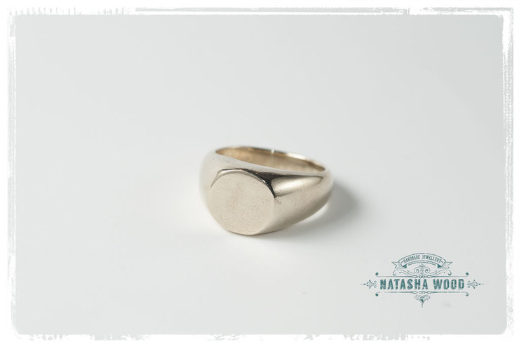 Br Signet Ring With A Round Flat Top
